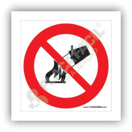 placa proibido utilizar agua para apagar o fogo