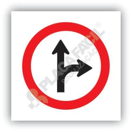 Placa Siga em Frente ou a Direita